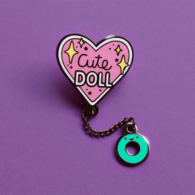 Pin metalico Cute Doll