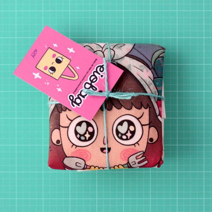 bolso de algodón con ilustración kawaii de una muñeca